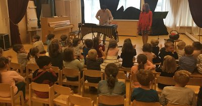 Musikerziehung bei Nezabudka 1 und 2